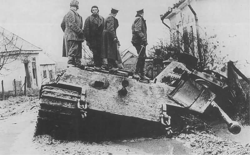 Tiger_2_tank_104.jpg