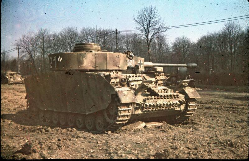 panzer_iv_in_color_01_by_wolfenkrieger-d4gcuwd.jpg